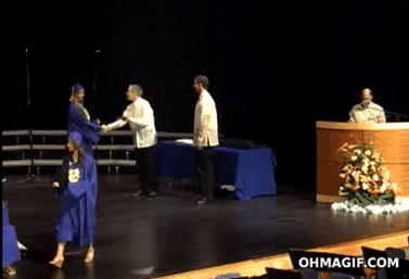 Radosna absolwentka
