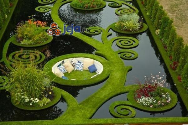 Cudowny ogródek z jeziorkiem