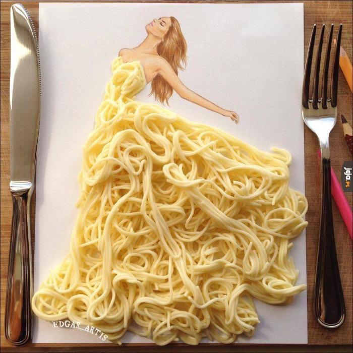 Suknia z makaronu