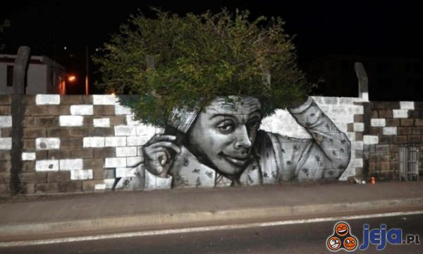 Street art z drzewem