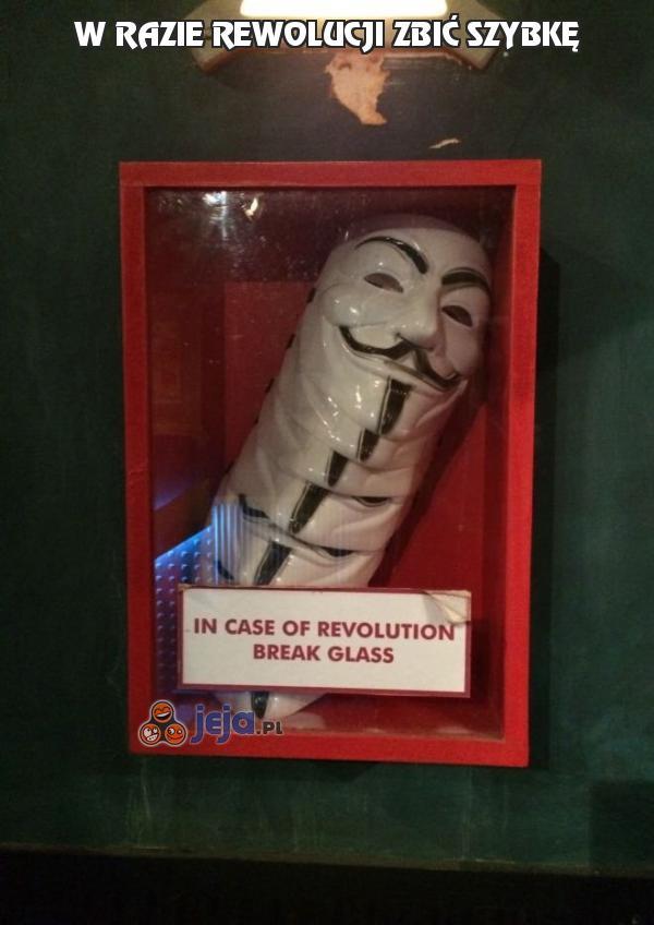 W razie rewolucji zbić szybkę