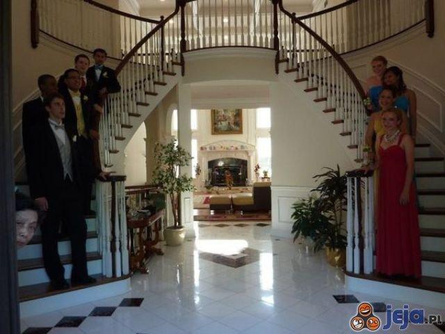 Oczekiwanie na... schodach