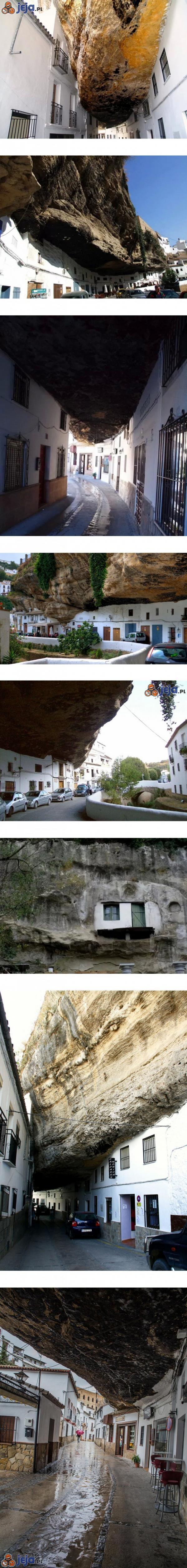 Miasto pod skałą