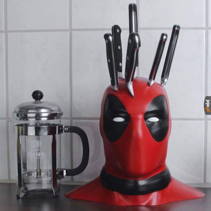 Deadpoolowy stojak na noże