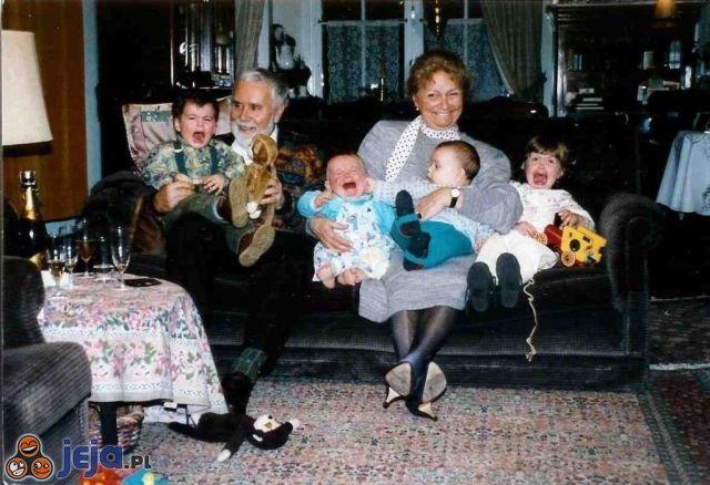 Dziwne zdjęcia rodzinne - dzieci kochają zdjęcia