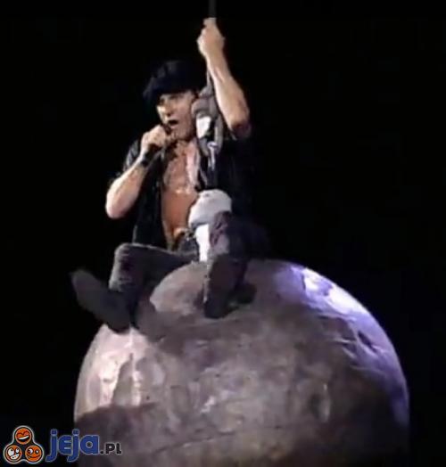 AC/DC było pierwsze, Miley!