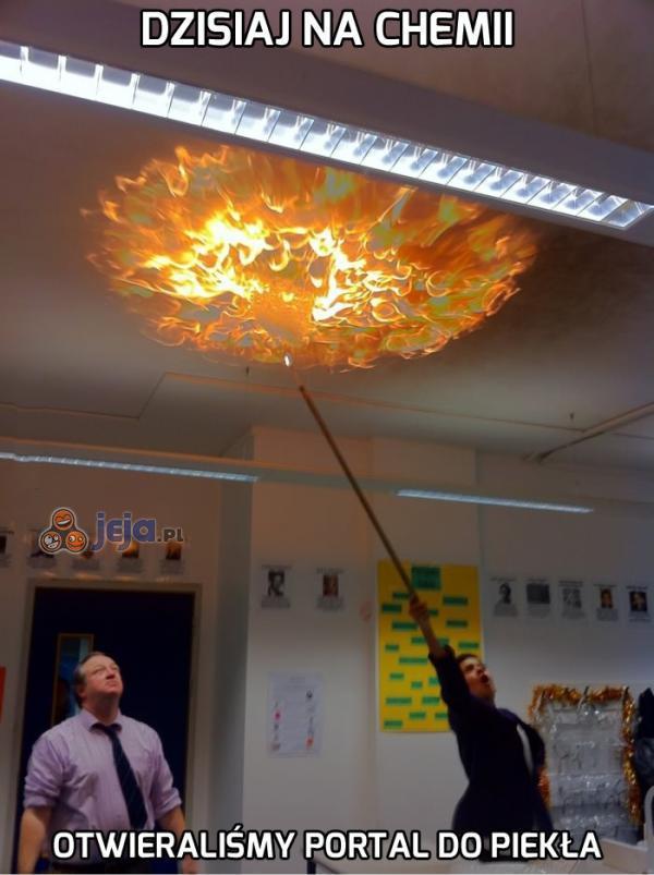Dzisiaj na chemii otwieraliśmy portal do piekła