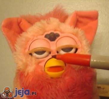 """Furby też lubi się """"sztachnąć"""""""
