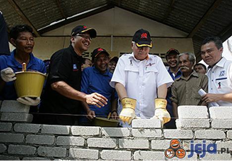Premierowi Malezji nie wyszło murowanie