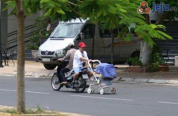 Żona kazała wyjść z dzieckiem na spacer, ale kumpel się zaplątał