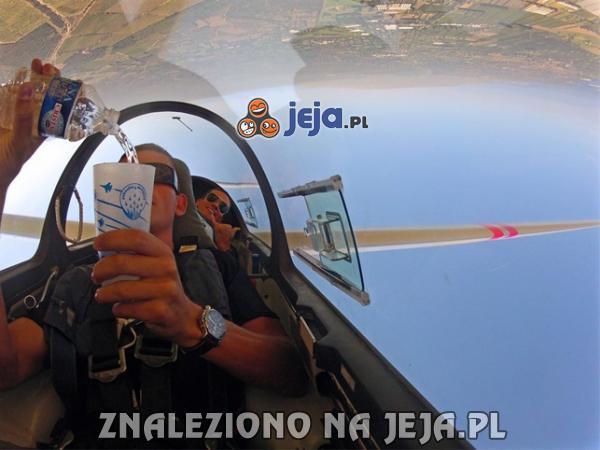 Nalewanie wody podczas lotu