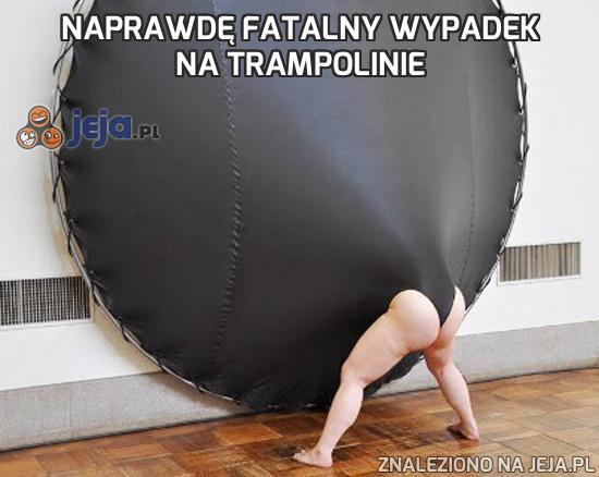 Naprawdę fatalny wypadek na trampolinie