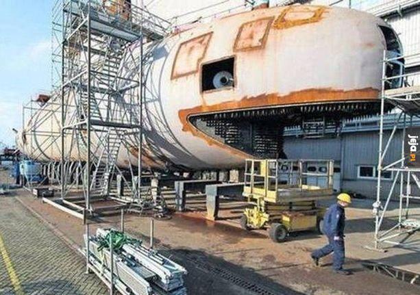 Wielorybie, przestań udawać statek!