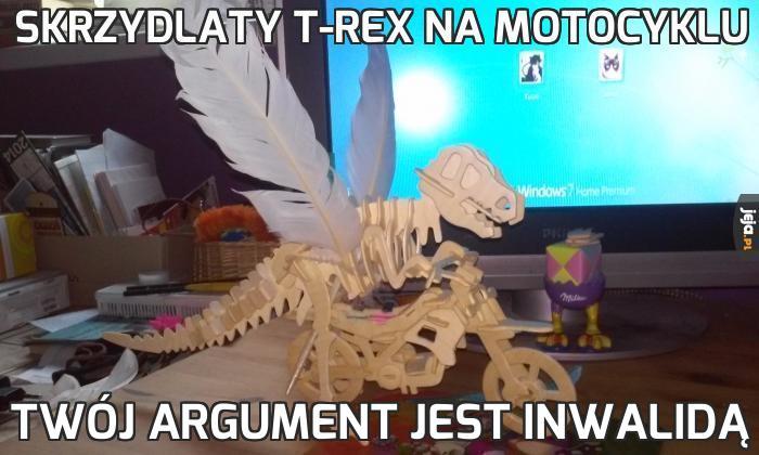 Skrzydlaty T-Rex na motocyklu