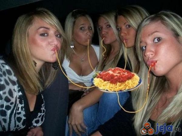 Kaczy uśmiech i spaghetti