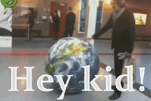 """Dziecko """"poznaje"""" świat"""
