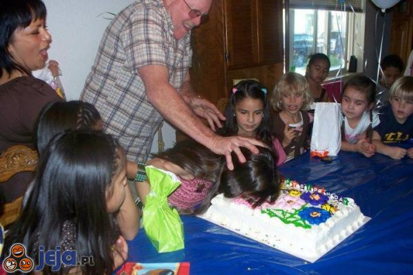 Dziadek trollujący wnuczkę