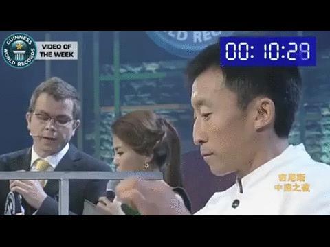 Rekord świata w nawlekaniu igieł ustami