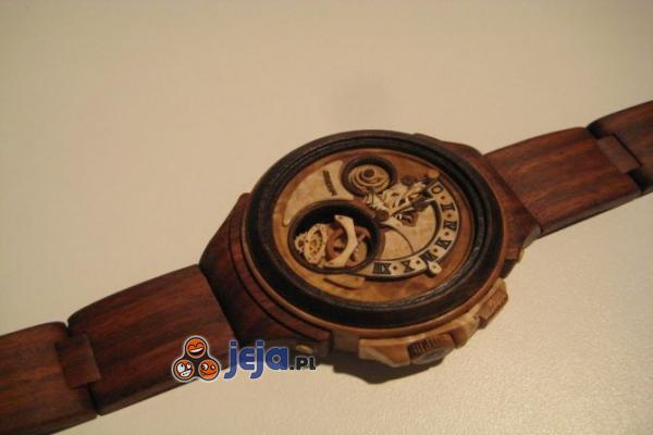 Zegarek wykonany w całości z drewna - Valerii Danevych (Ukraina)