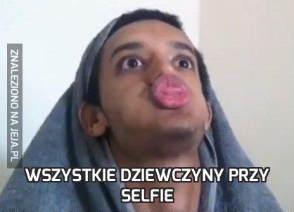 Wszystkie dziewczyny przy selfie