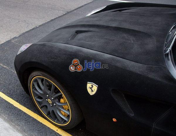 Aksamitne Ferrari