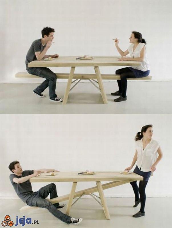 Sposób na bujanie się przy stole