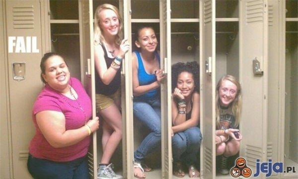 Dziewczyny w szafkach