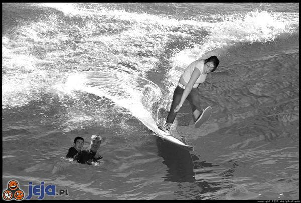 Mosh Girl surfowanie