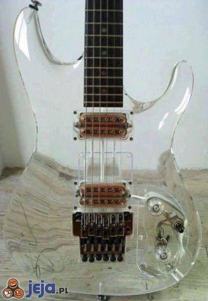 Przeźroczysta gitara