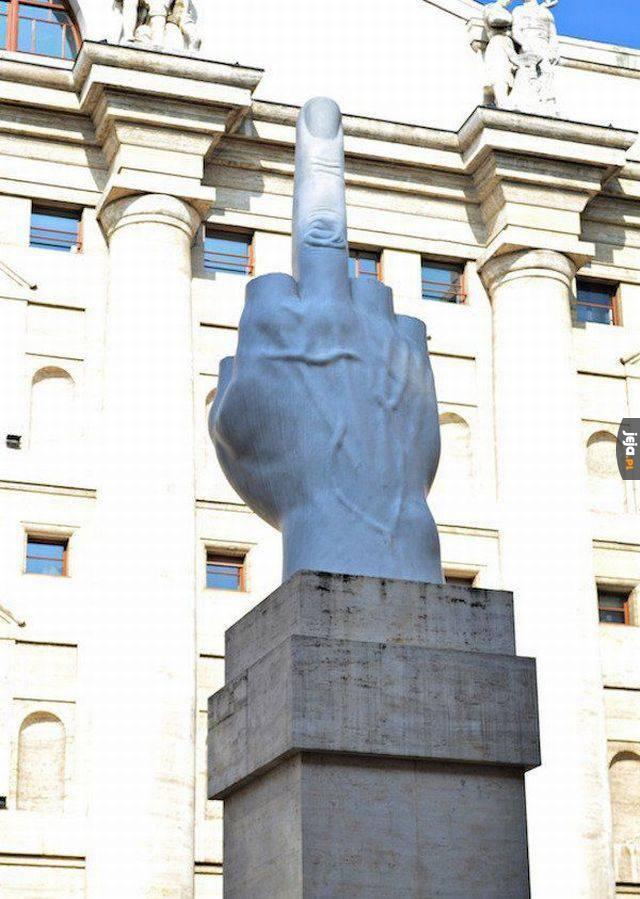Pomnik dla wszystkich hejterów