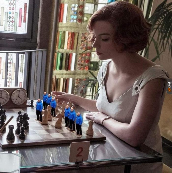 Tytuł gra w szachy