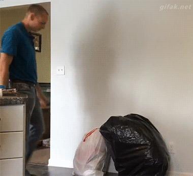 Muszę wyrzucić śmieci