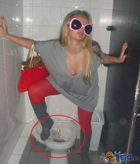 Seksy fotka w toalecie