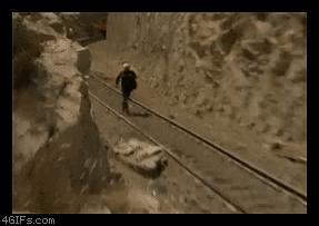 Z drogi śledzie, pociąg jedzie