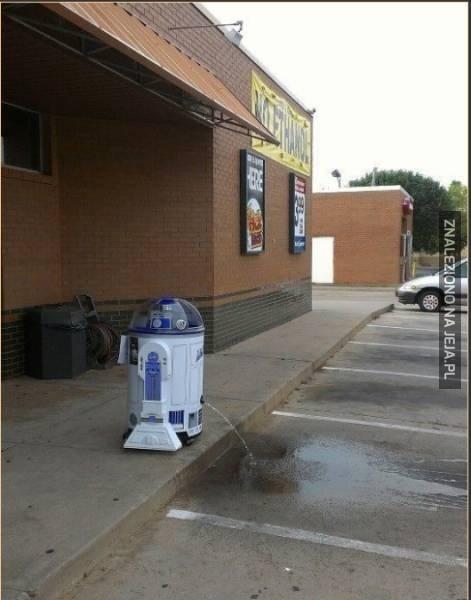 R2D2 nie ma czasu na szukanie toalety