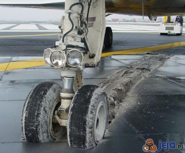 Po remoncie modlińskiego lotniska