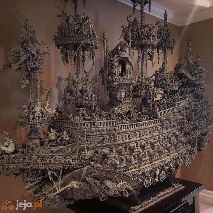 Rzeźbiony statek