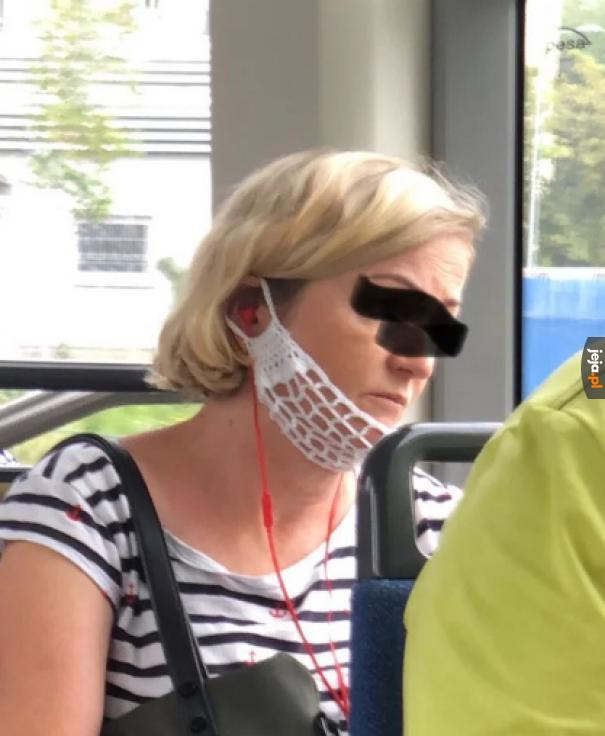 Nie mogła oddychać w tej masce