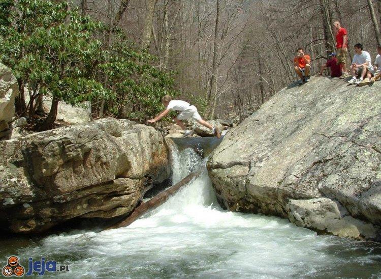 Skok przez wodospad