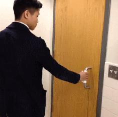 Wyjście z toalety publicznej