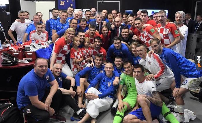 Zdjęcie Chorwatów z Putinem po meczu