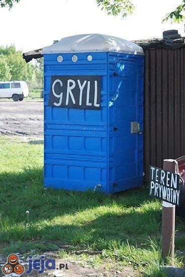"""Gryll"" w WC"
