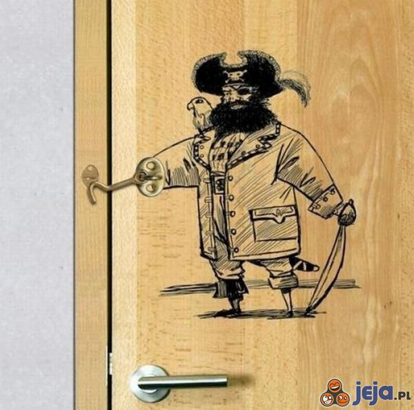 Pirat nie pozwoli nikomu najść Cię w kiblu