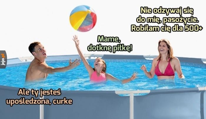 Rodzinna zabawa w basenie