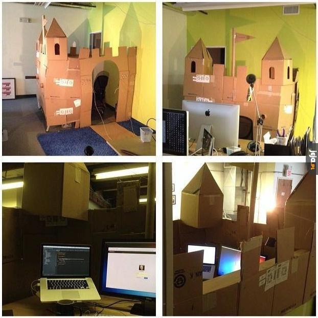 Biurowy zamek