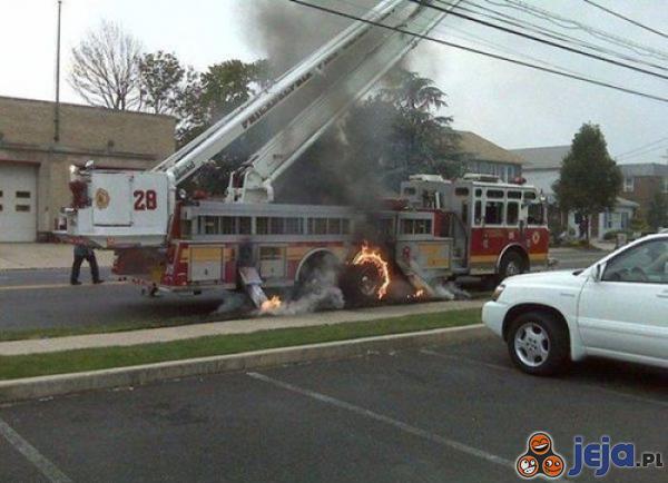 Szewc bez butów chodzi, straż pożarna płonie