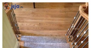 Zamaskowany schodek - morderca