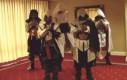 Asasyni tańczą, tańczą, tańczą!
