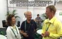 Król Szwecji gratuluje swojemu Olimpijczykowi medalu