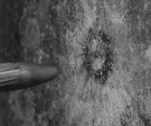Uderzenie pocisku o ścianę